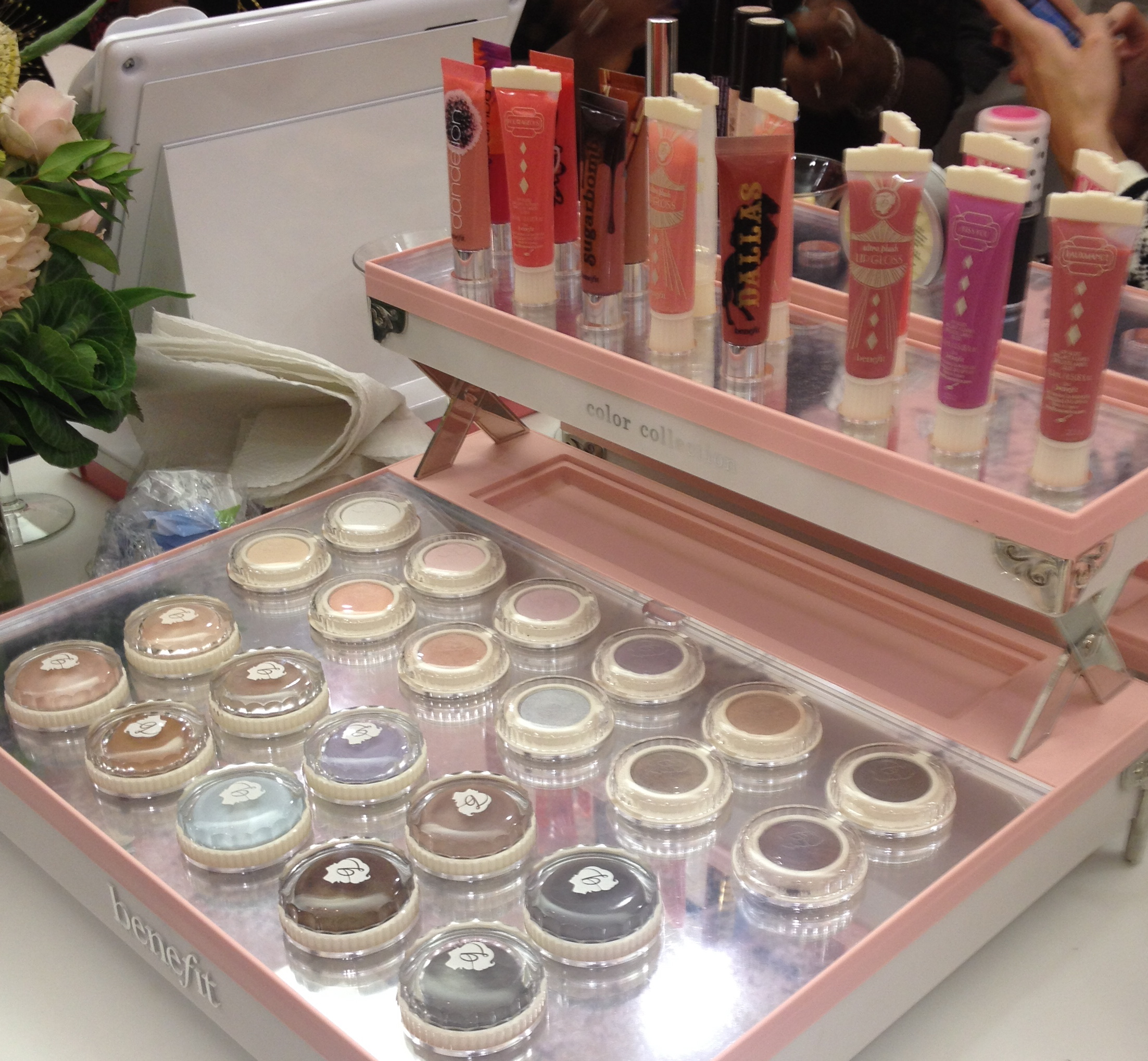 The Fabulous Perks of Benefit's New Flagship Store – Los